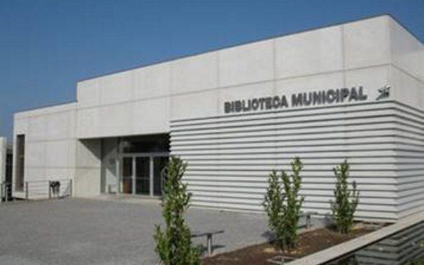 Biblioteca municipal acolhe oficina para ajudar a elaborar for Biblioteca para oficina